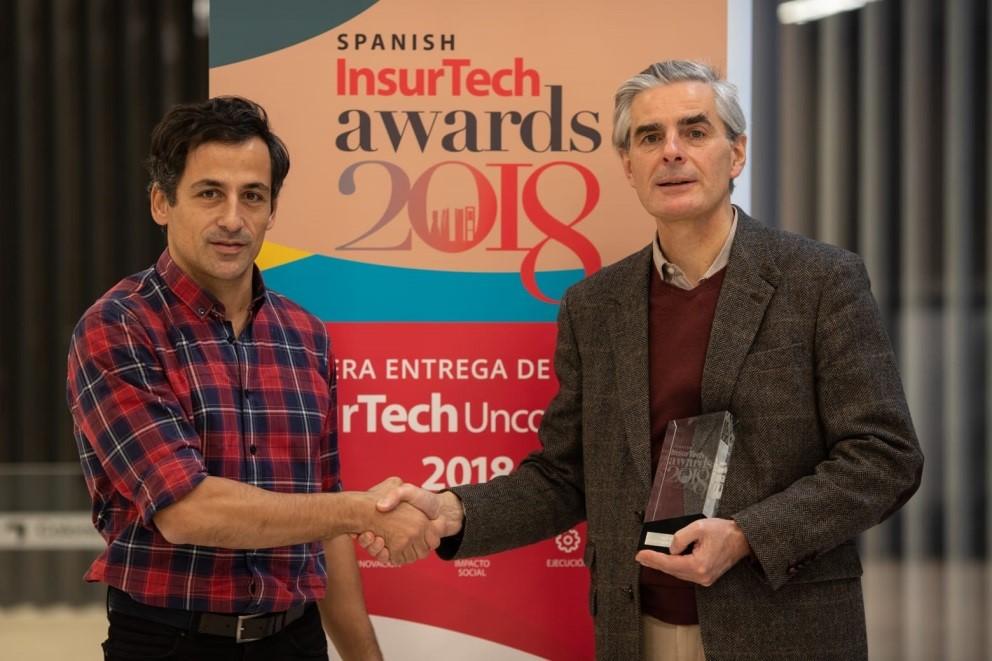 Camilo A. Pieschacón, CEO AvalVida, recogiendo el premio.